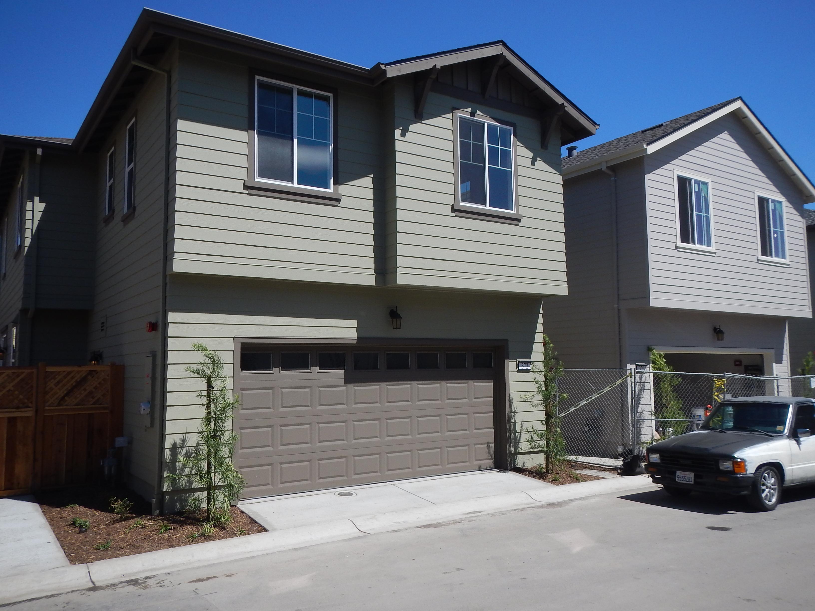 Apricot-Lane-finished-houses-09.2015